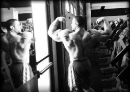Evan Centopani – Gewinn der 2011 Flex Pro Bodybuilding Meisterschaft